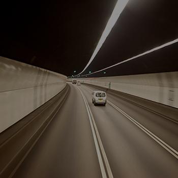 나 지금 밀리고 있니? 터널 안에 들어가면 왜 차가 더 빨라질까?