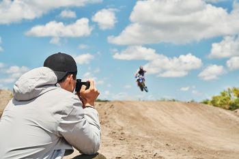 컴팩트 카메라의 성능을 초월한 플래그십 하이엔드 카메라 RX100 VII