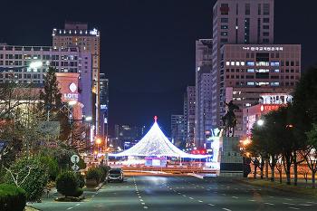 어김없이 불 밝힌 창원광장 대형 성탄트리!  (창원불빛광장)