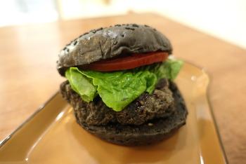 CU 편의점의 까만 할로윈 햄버거, 올블랙 All black 치킨버거