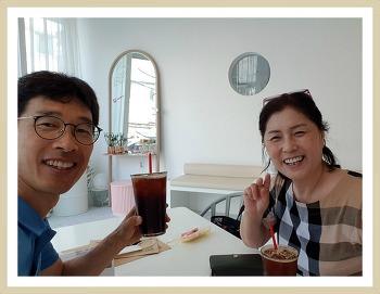 """[SM3 판매 대전] 자서전 전문출판기업 <추억의뜰> 소개 """" 밝은 미소의 주인공은 안 사모님. """""""
