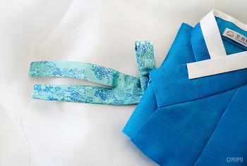 파란 저고리와 하얀 치마, 여자아이 공연 한복