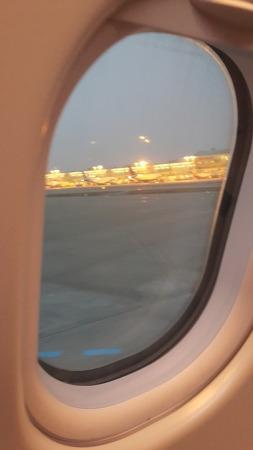 비행기 안에서 보는 아름다운 일출