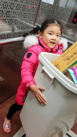 [2016.11.14]아빠와 함게 분리수거 출동~~