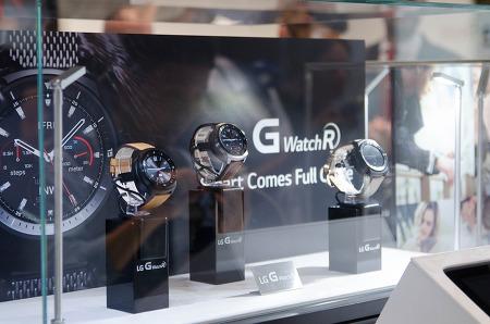 [IFA 2014] 전통적인 시계 스타일…LG G워치R
