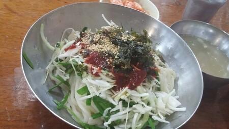 새콤~ 맛있는 비빔칼국수