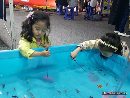 다섯살 딸 아이와 금붕어 키워보기~ 생각처럼 쉽지 않은 도전!!!