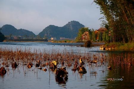 [음식기행-41] 싸니족이 사는 푸저헤이, 푹 고운 육수가 일품인 쌀국수 먹고 반영이 아름다운 나룻배 유람