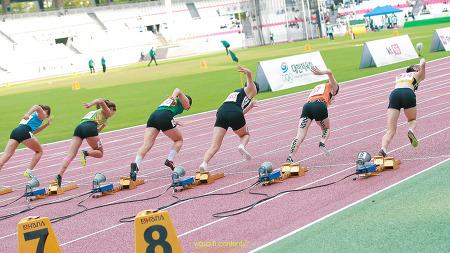 제100회 전국체육대회 여고부 100m 결승 스타트라인