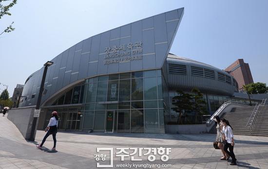 [광복 70년 역사르포](17) 유신체제-장충체육관… 정통성 없는 정권의 코미디 '체육관 선거'