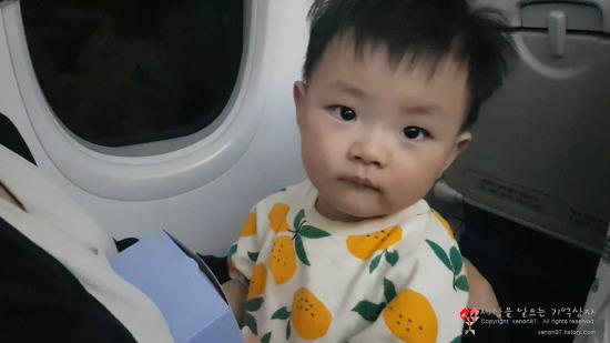 돌 아기 12개월 아기의 첫 중/장거리 야간비행기 탑승기. 어땠을까요?