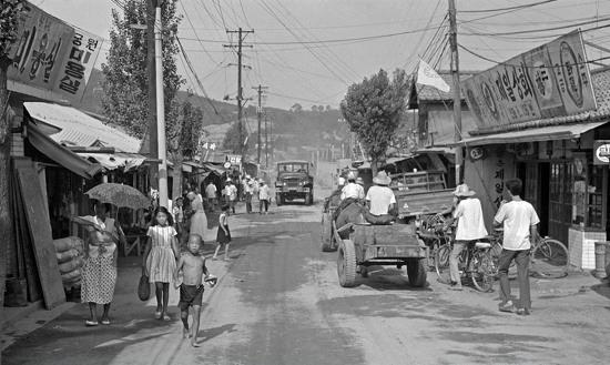 [옛사진]1968년 안양 다운타운이었던 구시장-시대동(안양1동)