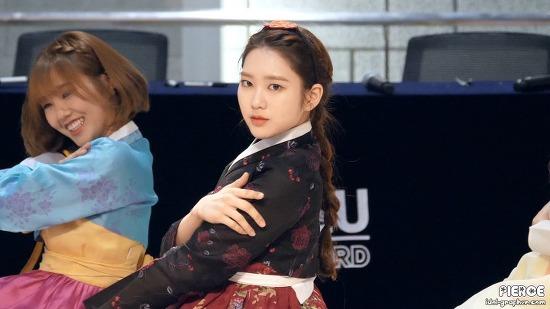 [CAM] 180218 오마이걸 롯데월드몰 비밀정원 팬사인회 공연 by PIERCE