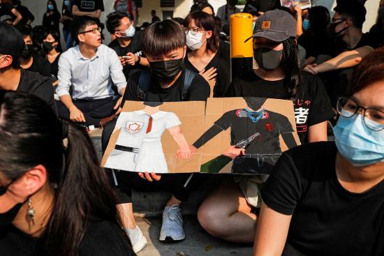 [사설]홍콩 사태, 경찰의 '실탄 진압' 용납 안된다