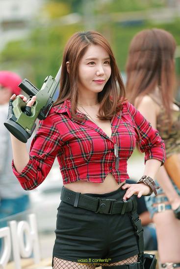 [즐추석] 터질듯한 셔츠의 볼륨감 레이싱모델 김하음 LG울트라기어 페스티벌