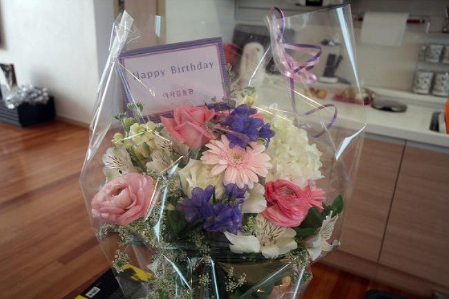 처음으로 받은 생일 꽃다발 from 와이프