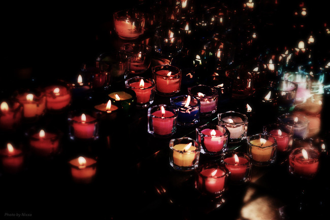 Prayers and candles, Seoul, 2013