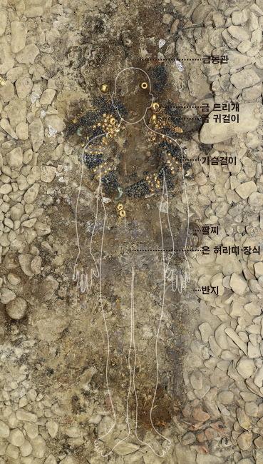 신라의 바둑 공주, '아담사이즈' 금동관 쓰고 1500년만에 재림했다
