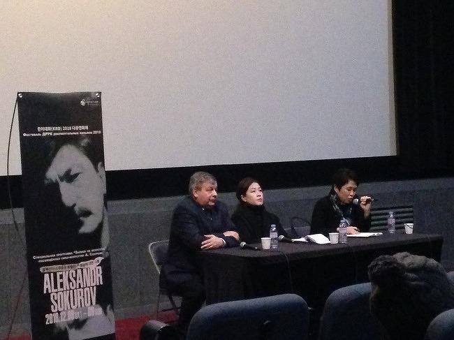 """""""소쿠로프에게 다큐멘터리는 자신의 세계관을 관객에게 전달하는 방법이다""""  - <프랑코포니아> 상영 후 세르게이 일첸코, 이지연 대담"""
