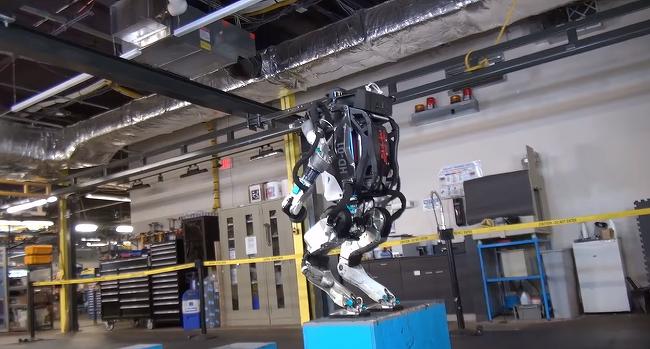 보스턴 다이나믹스, 백덤블링까지 터득한 로봇을 선보이다.