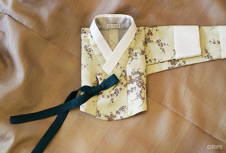 연노랑 양단저고리와 연보랏빛 깨끼 치마, 친정어머니 혼주한복