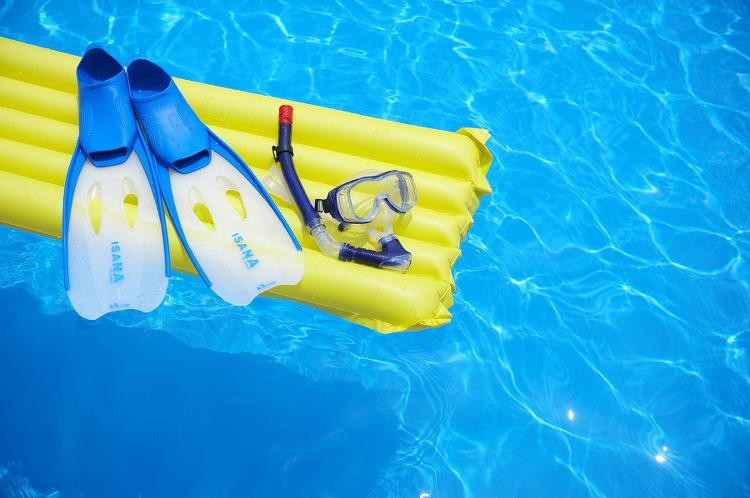 여름 인기 아이템으로 등극한 'PVC'