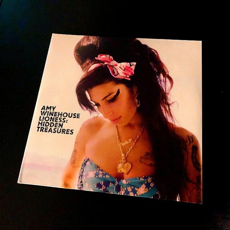 에이미 와인하우스 (Amy Winehouse) - LION..