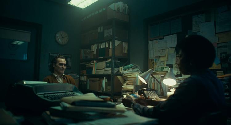 영화 조커 Joker, 사회복지상담사와 아서의 대화, 아서가 바랬던 것은 복지와 돈을 넘어선 '존재감'의 상호인정이 아니었을까?