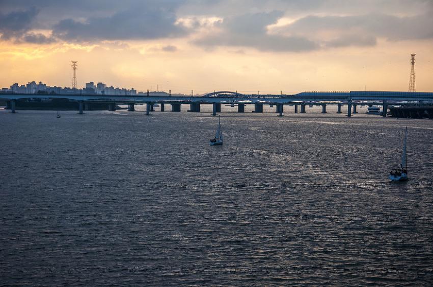 공항철도 타고 한강을 날아본다.