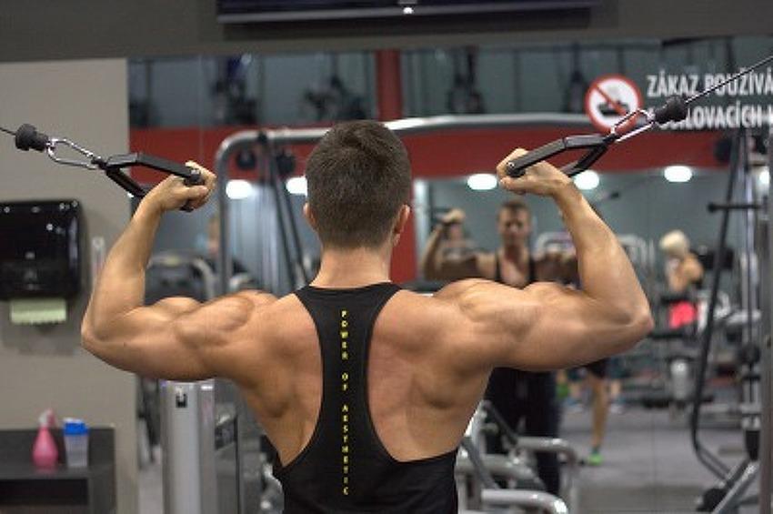 라인 잡힌 어깨만들기 운동
