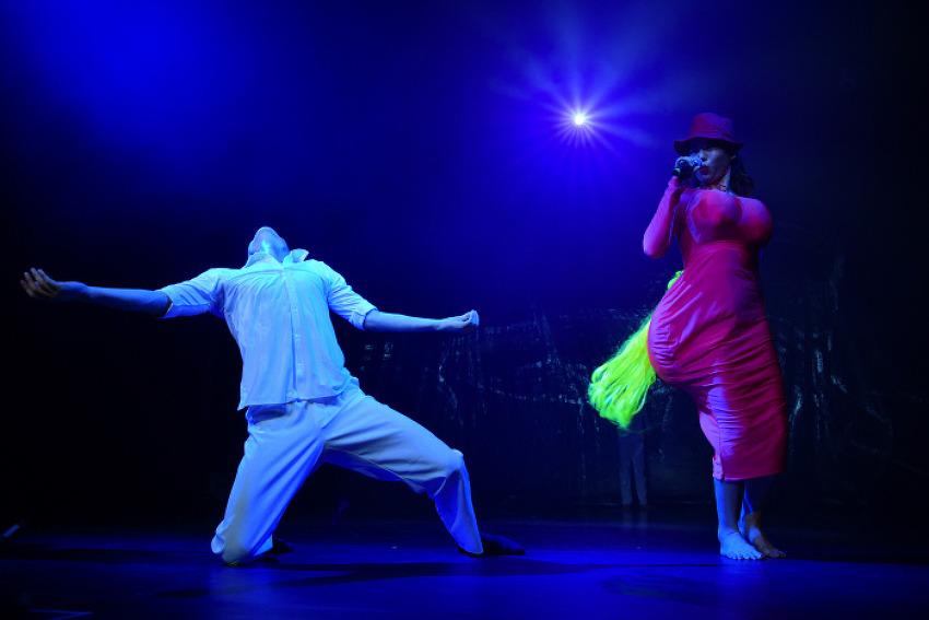 [몸으로 말하기]방구석에 자리 잡은 춤의 역할