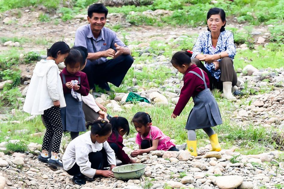 북한 어린이들의 현장학습